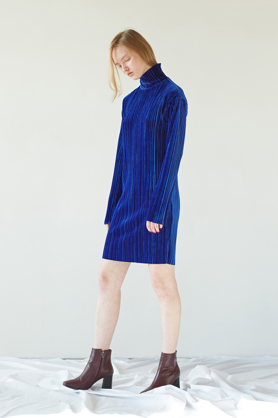 VELVET PLEATS DRESS - BLUE