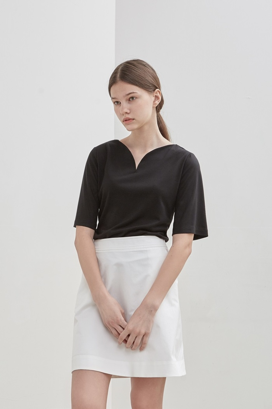 CURVE-NECK TOP - BLACK