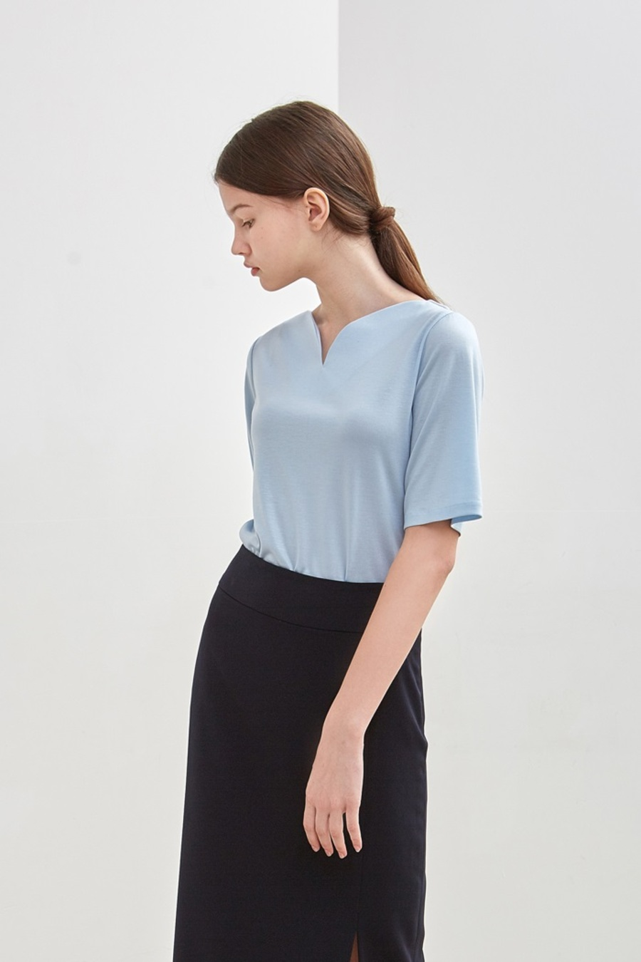 CURVE-NECK TOP - SKY BLUE