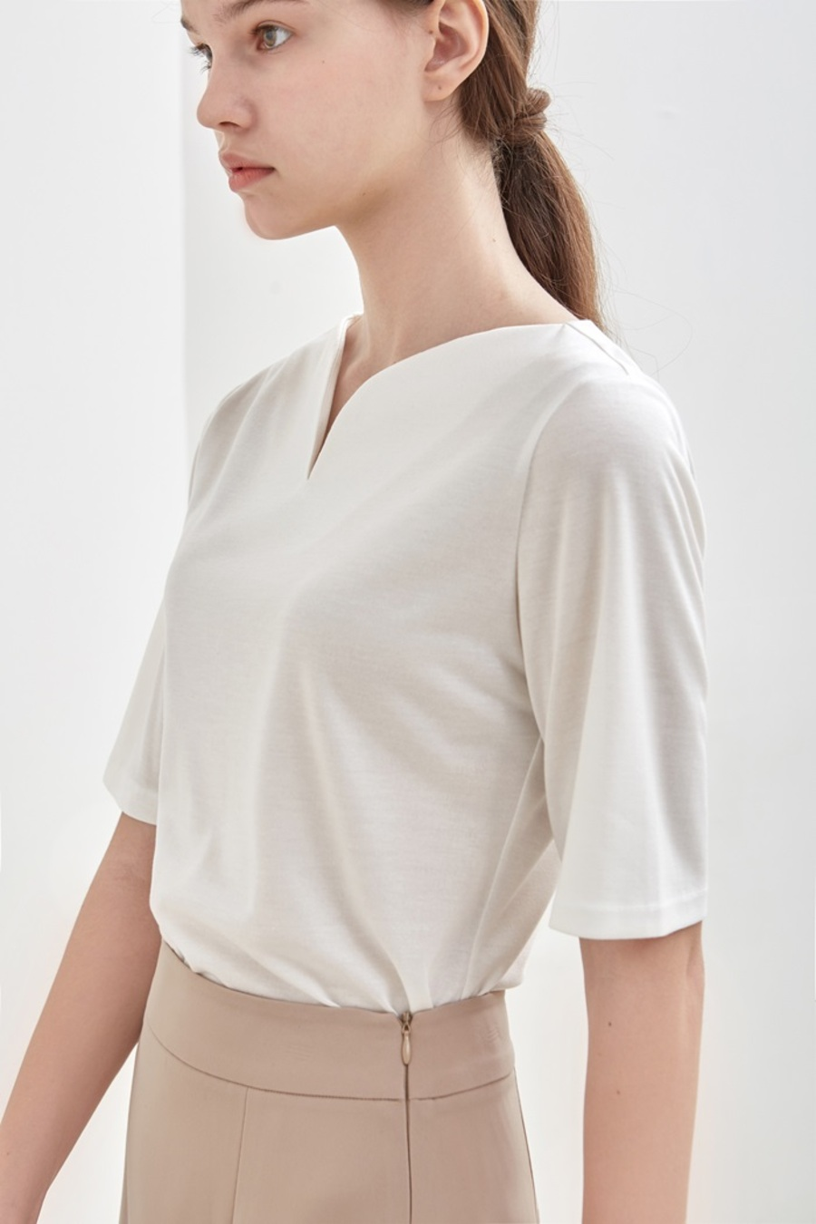 CURVE-NECK TOP - IVORY