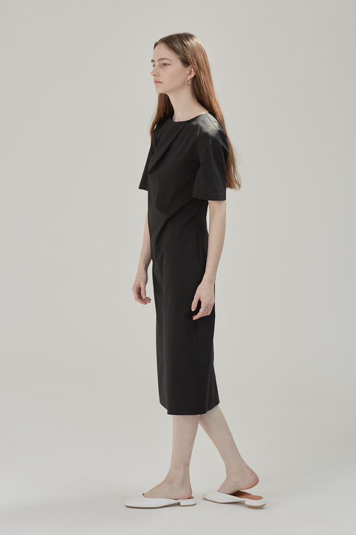 PLEATED DRAPE DRESS - BLACK