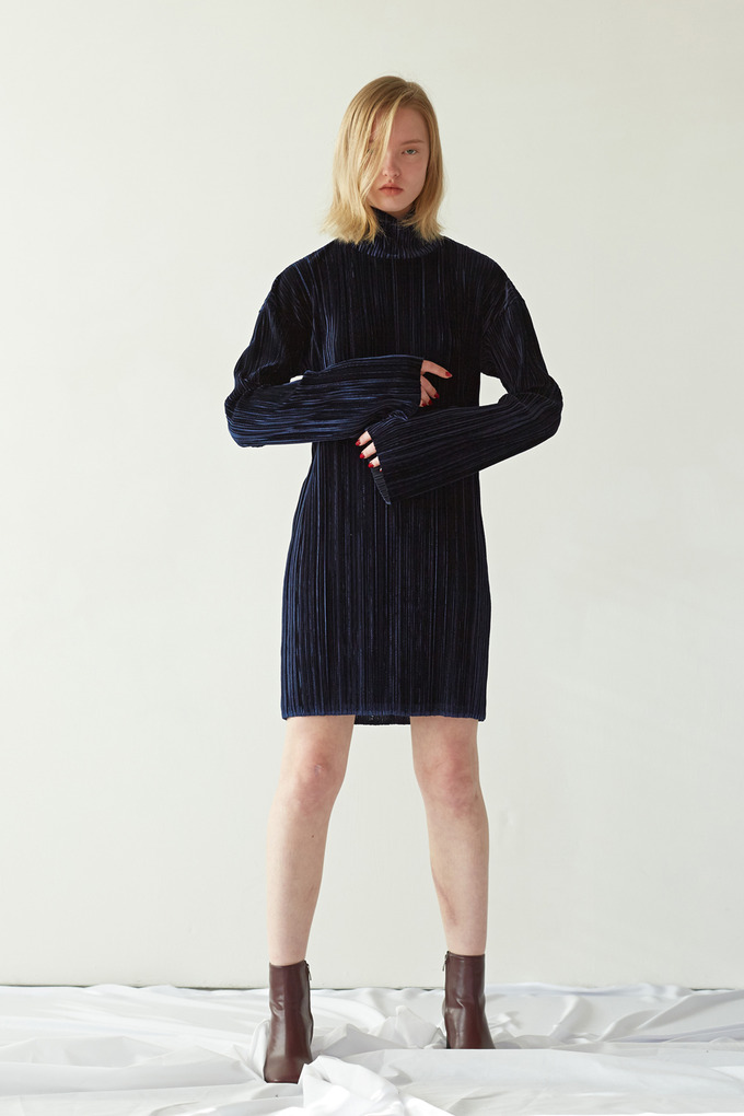 VELVET PLEATS DRESS - NAVY