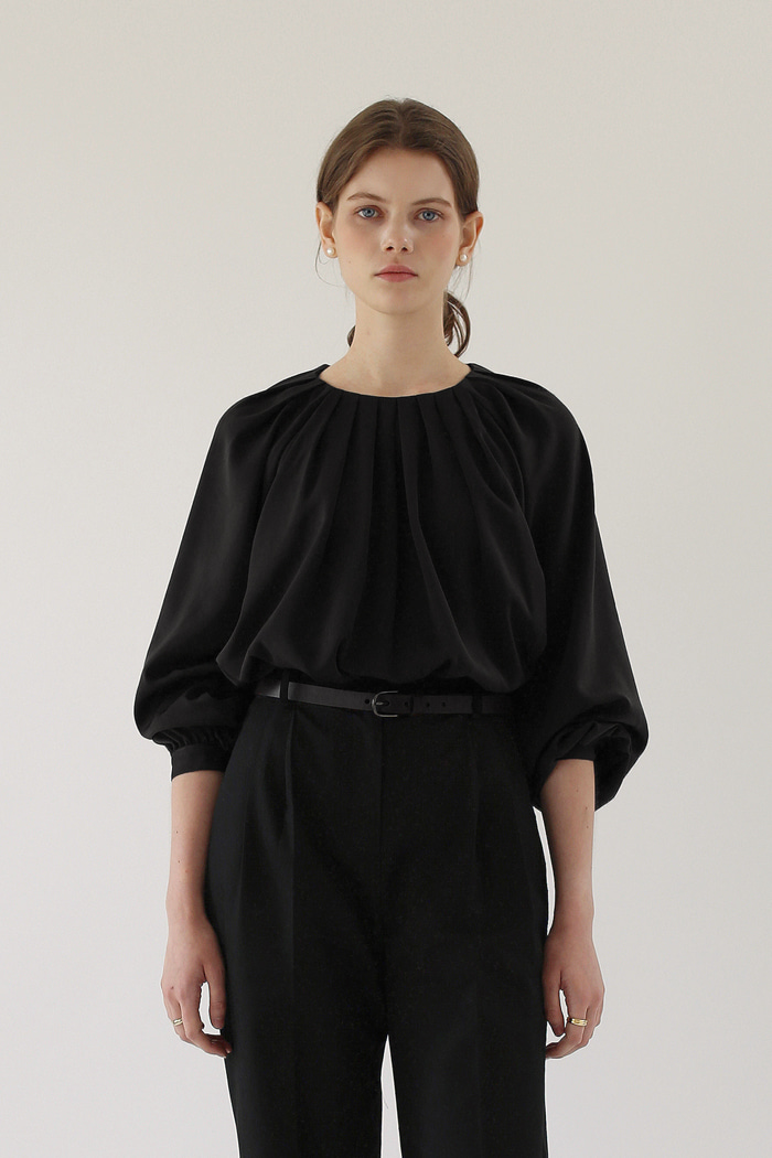 WAVE PLEATED BLOUSE - BLACK
